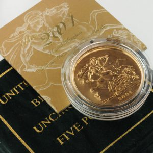 Obverse of a 2004 brilliant uncirculated five pound crown